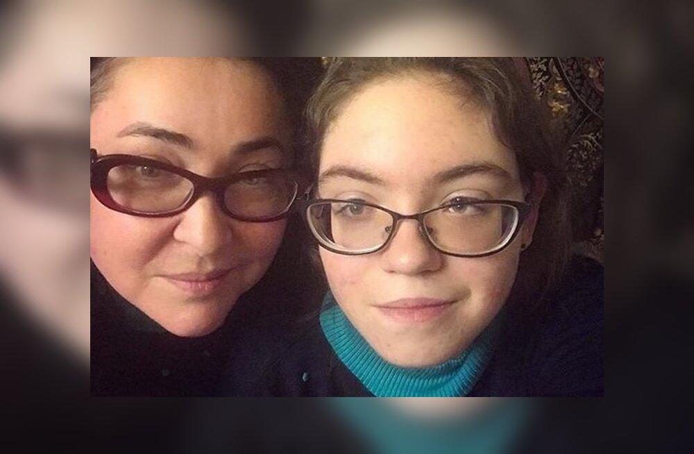 Лолита Милявская показала пляжное фото 17-летней дочери Евы