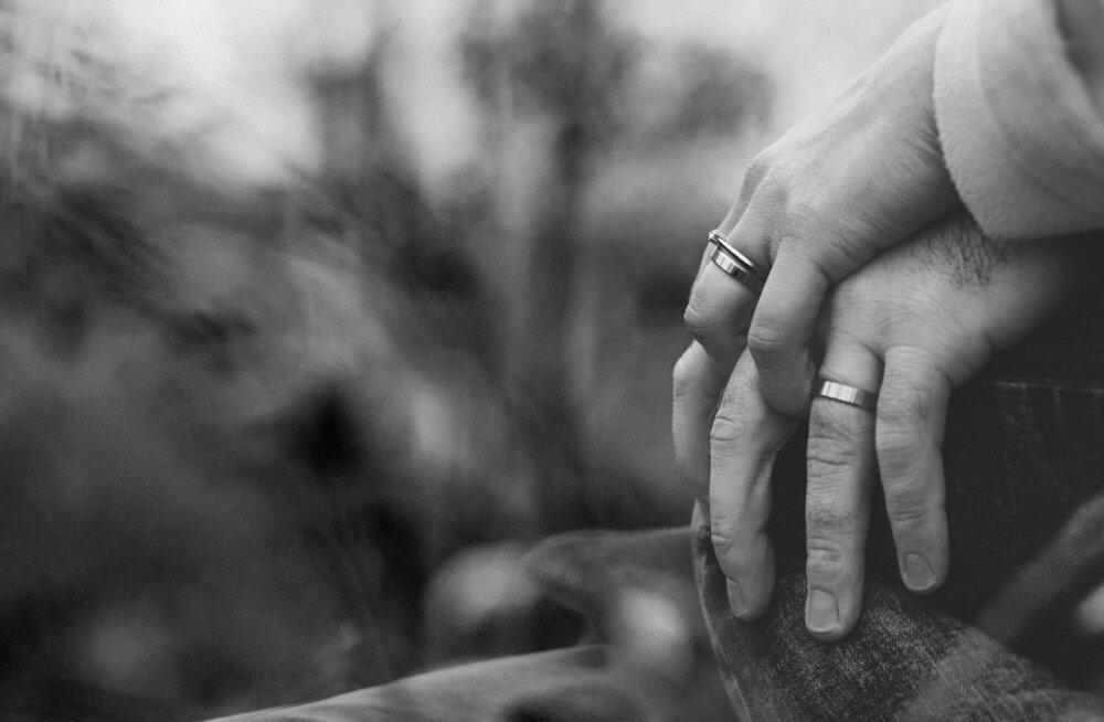 """""""Kui abielu ei ole, siis elad pidevalt nagu noateral, et äkki täna on see päev, mil kaaslane kaob..."""""""