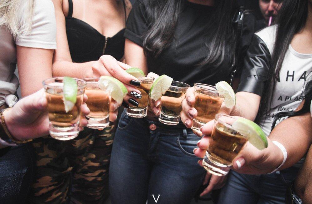 Красота под градусом: как алкоголь влияет на кожу
