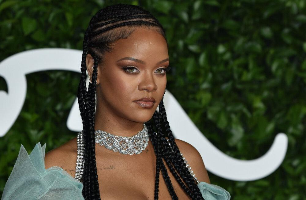 KLÕPSUD | Ongi kuulujuttudel alust? Rihanna kleit jättis mulje, nagu lauljatar oleks beebiootel