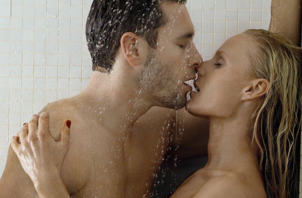 Miley cyrus lesbian kiss