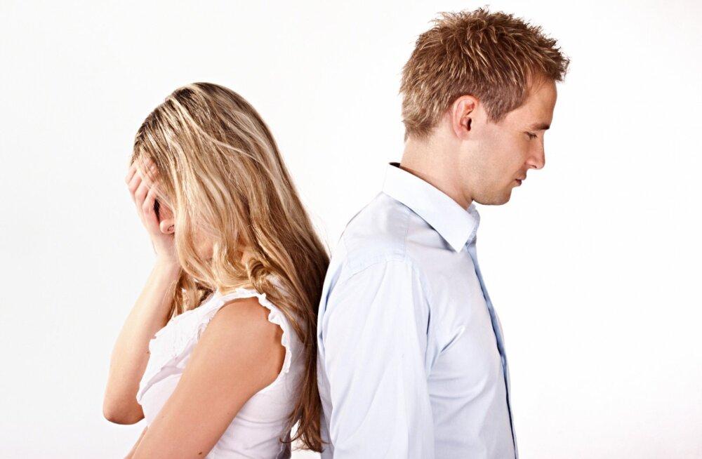 Armukesega mehed toovad tõe päevavalgele: 10 märki, mis näitavad, et su kallimal on kõrvalsuhe