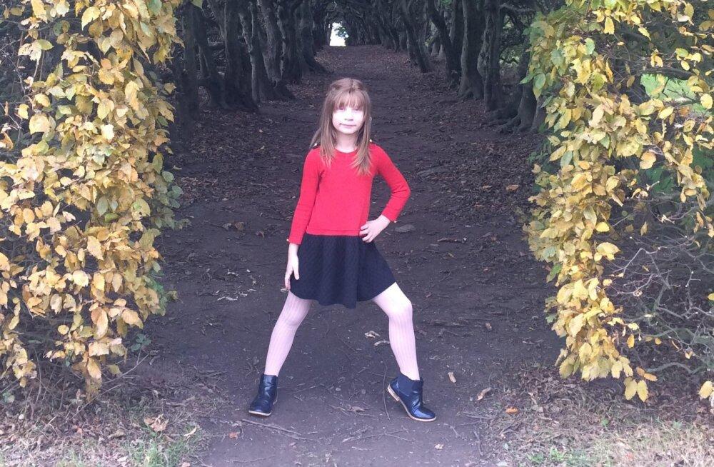 Harvaesinevat haigust põdev 11aastane Sara Sofia saab heade annetajate toel uue juukseproteesi