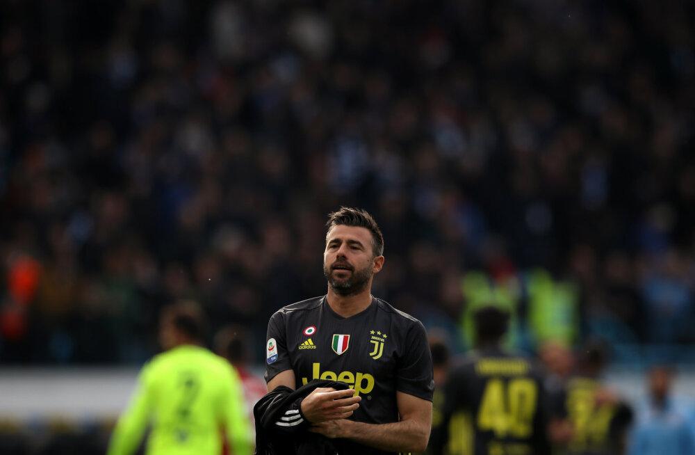 Juventuse raudvara tõmbab karjäärile joone alla