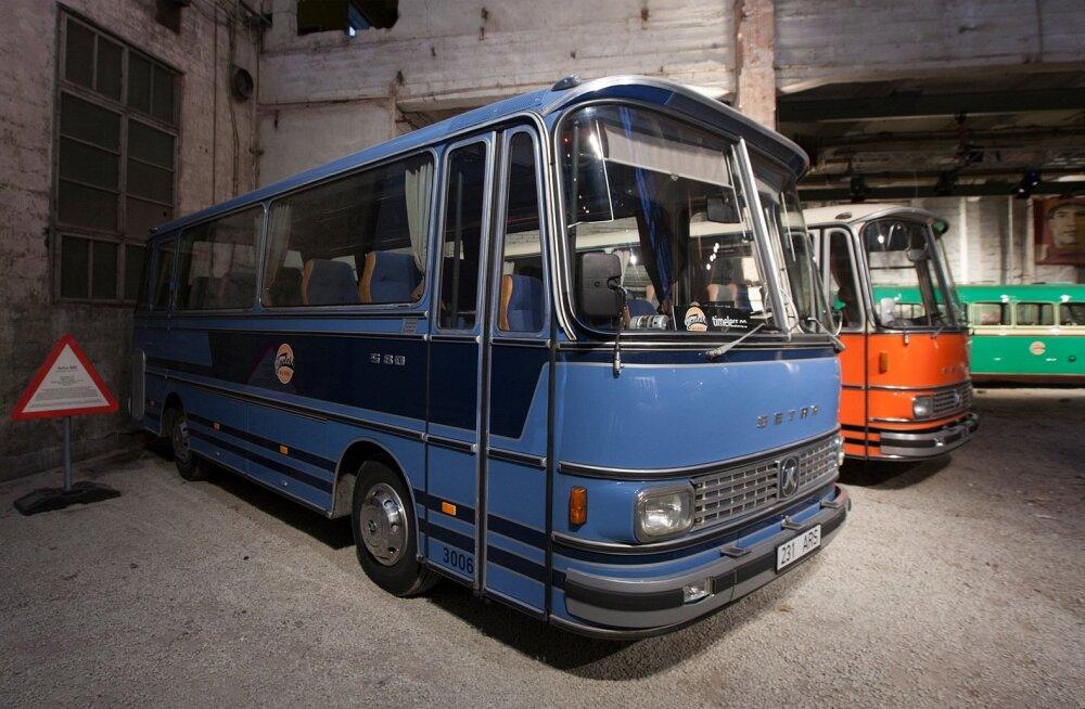 Vanade busside näitus Noblessneri sadamas