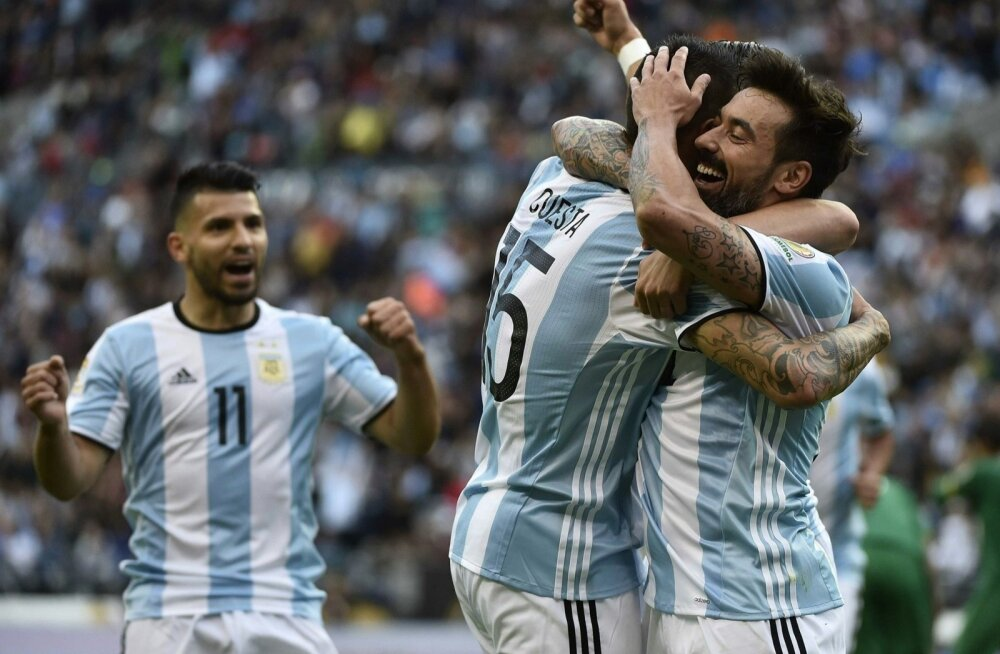 Ezequiel Lavezzi ja Victor Cuesta tähistavad väravat