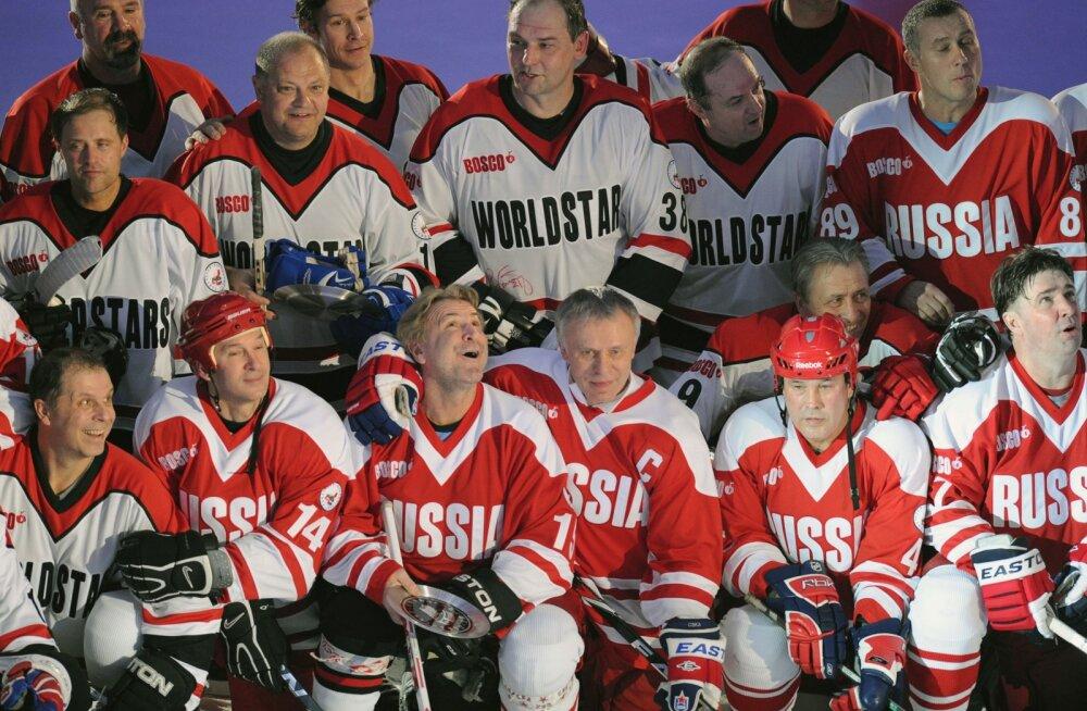 Nõukogude Liidu endised hokimehed mängus maailma staaridega. Pilt on illustratiivne