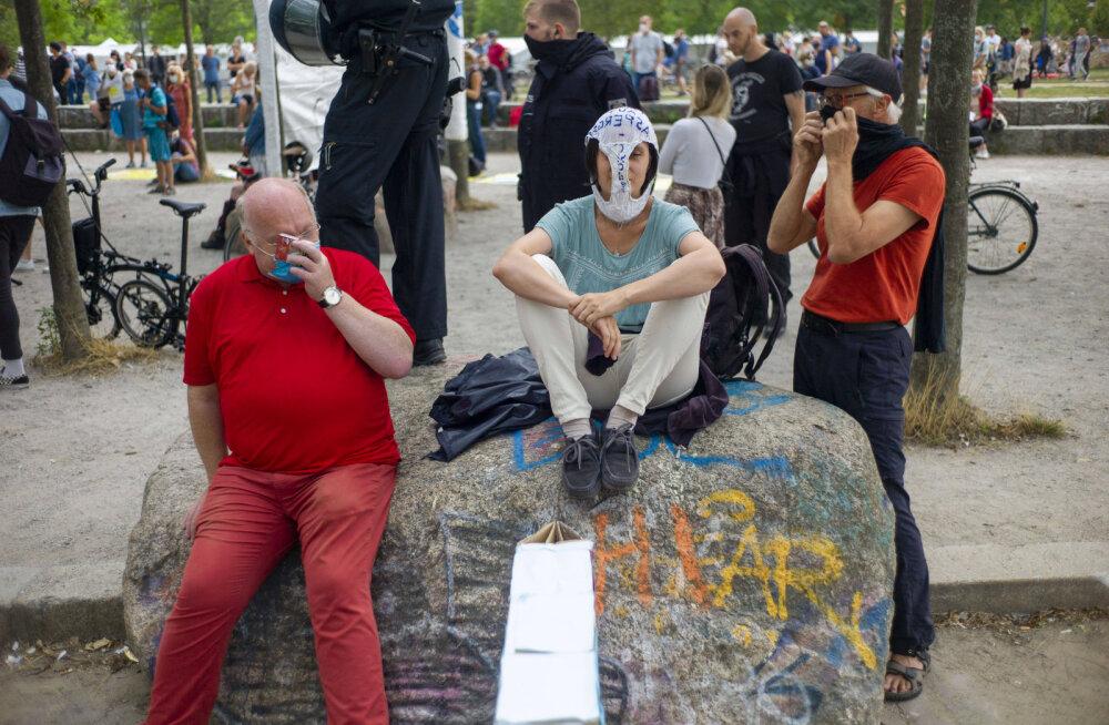 Massiprotestid ning sekkuv politsei: Saksamaal külvab vandenõuliste arstide seltskond segadust