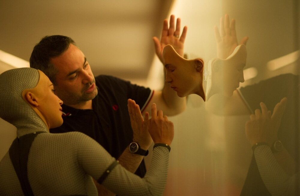 Alicia Vikander, Alex Garland (Director) on the set of Ex Machin