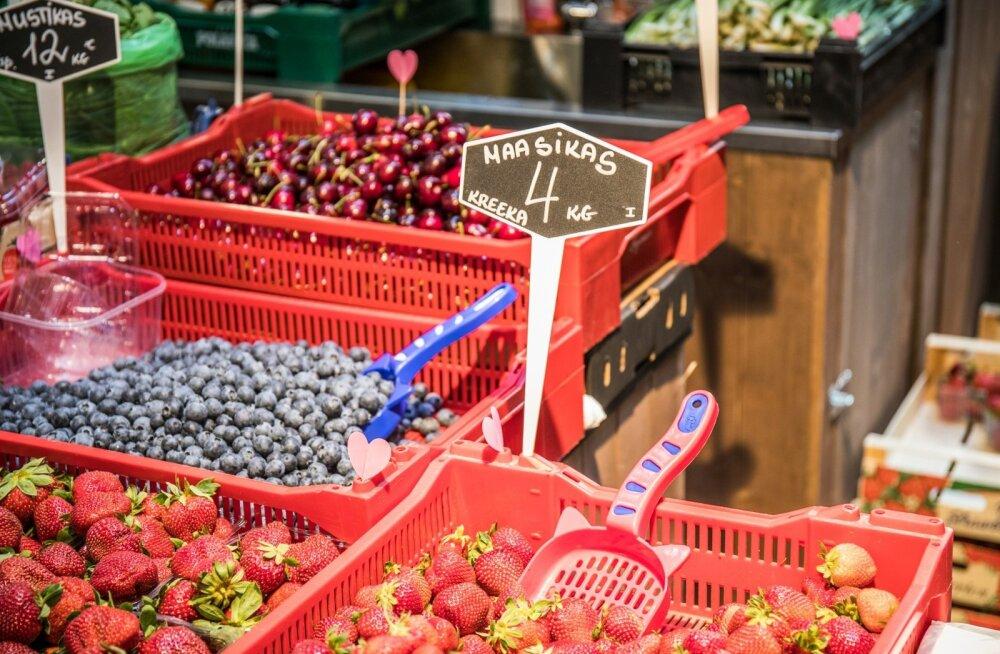 Praegu on saadaval lõunamaine maasikas, suuremat kodumaiste marjade saabumist tuleb oodata veel umbes kuu.