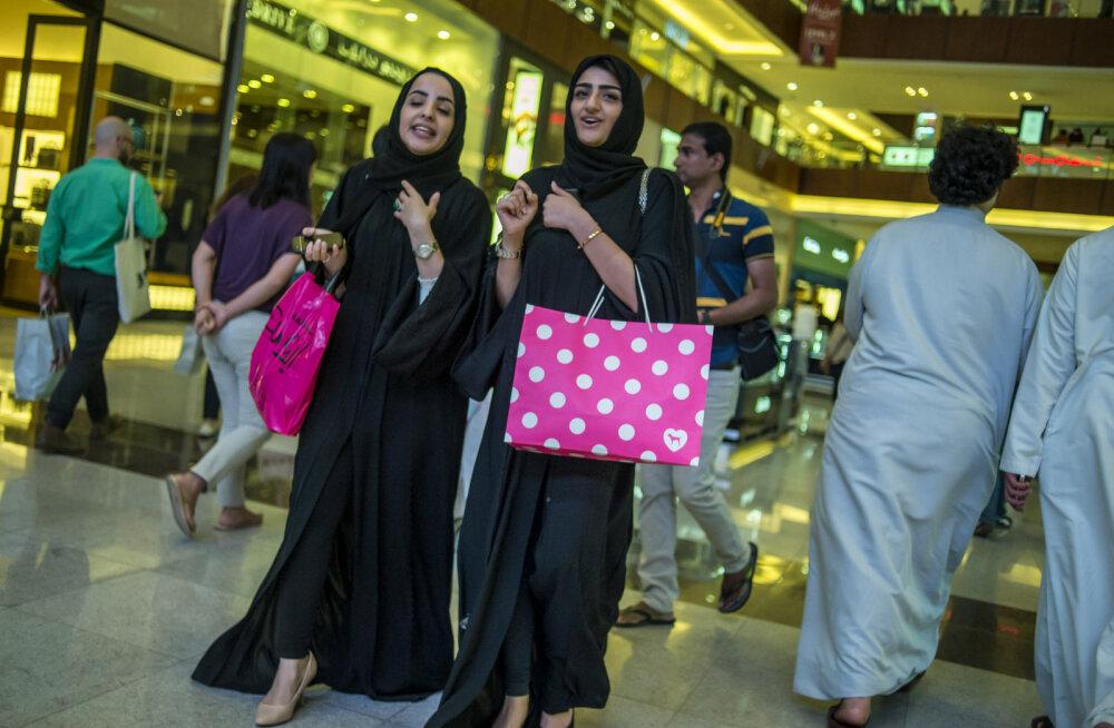 Puust ja punaseks: kas Dubais on vaja — või kas tohib? — lääne naine riietuda nagu kohalik?