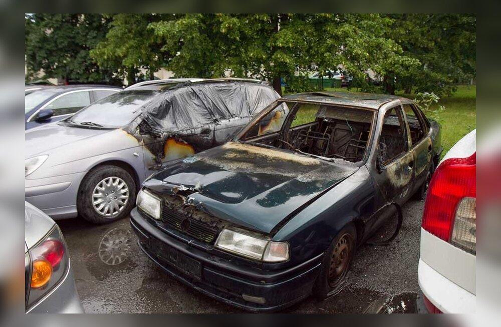 Парковочных мест в Ласнамяэ катастрофически не хватает. Люди поджигают машины и прокалывают колеса