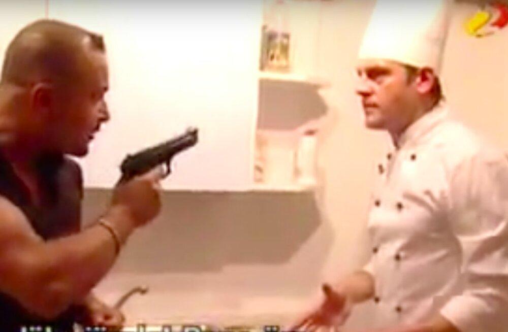 VIDEO | Pöörane telejuhtum minevikust! Meenuta, kuidas Sposato Jan Uuspõllule püstoliga kallale tungis