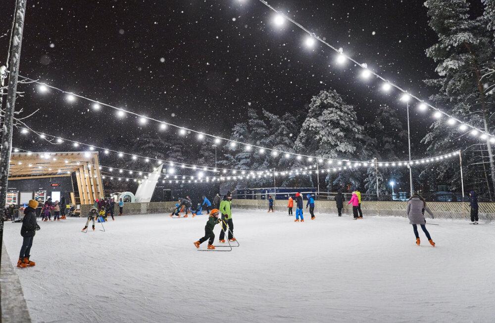 Värskes õhus liikumine tõstab tuju ja mõjub ka tervisele hästi: Tallinnas on avatud kolm uisuparki.