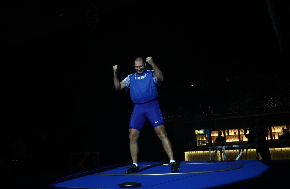 VIDEO   Humoorikas <em>performance</em>: Kanter sai karjääri lõpupeol 75 meetrit kätte