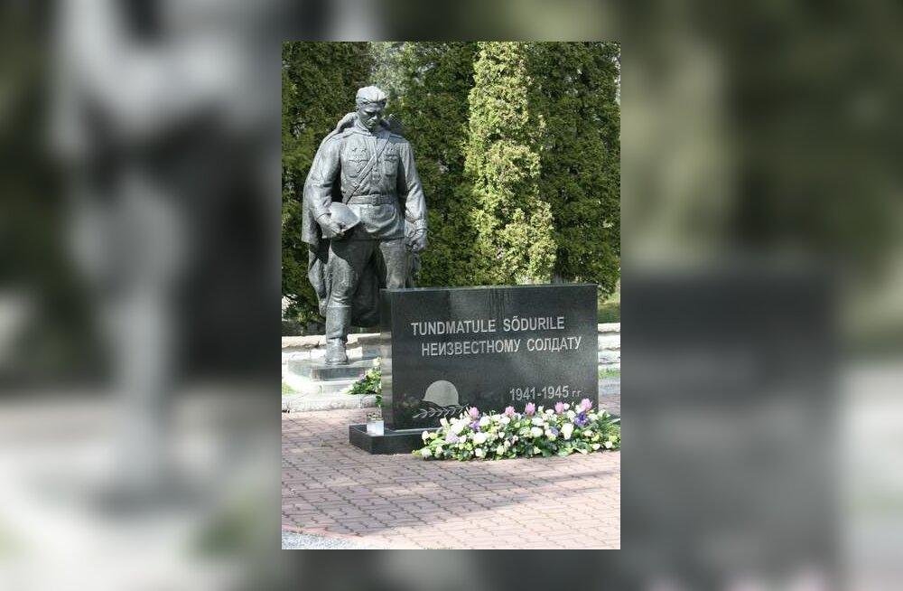 Памятник на военном кладбище