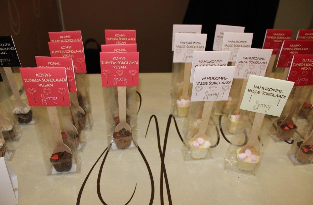 Sulavad šokolaadisüdamed võitsid Eesti õpilasfirmade laadal külastajate südamed