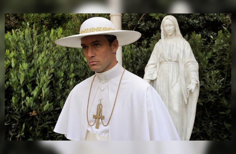 Aksessuaarid ja viimaseni väljapeetud kostüümid kuuluvad Vatikani elu juurde.