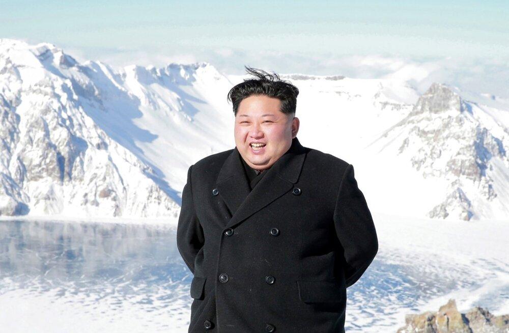 Kim Jong-uni mäetippu jõudmist tervitas isegi päike.