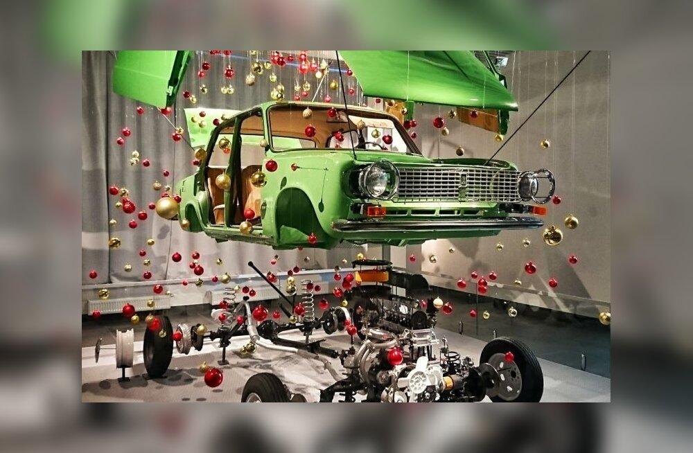 """Jõulukuusk Vene moodi: Ülem-Põšma automuuseumi """"Kopikas"""" sai jõulupuuks"""
