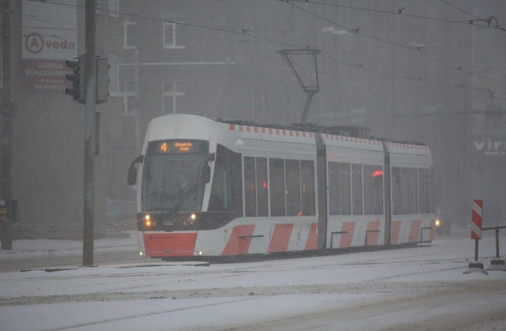Ремонт дороги переносится: трамваи линий 2 и 4 будут пока в ходу