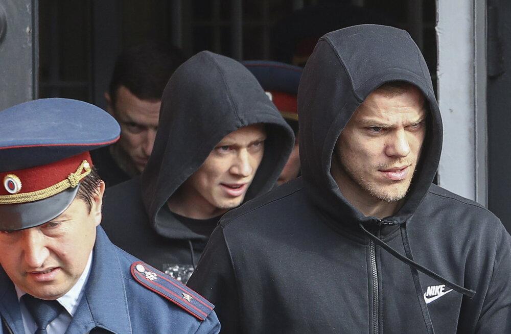 Venemaa jalgpallikoondise rusikakangelased said vanglast välja