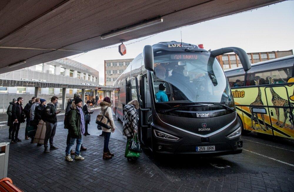Lux Expressi buss Tallinna bussijaamas