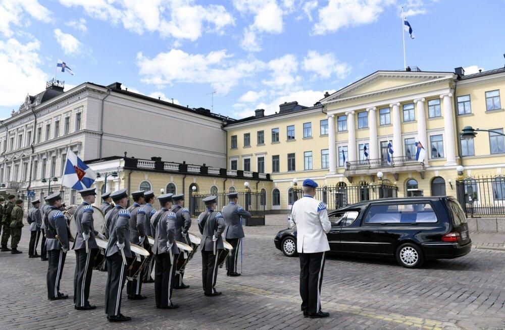 FOTOD: Üle 20 000 inimese kogunes Helsingis president Koivisto matuserongkäiku jälgima