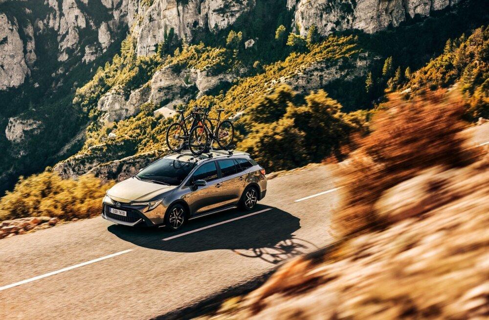 Toyota Corolla perekond täieneb krossoveri ja noortepärase GR Sport versiooniga