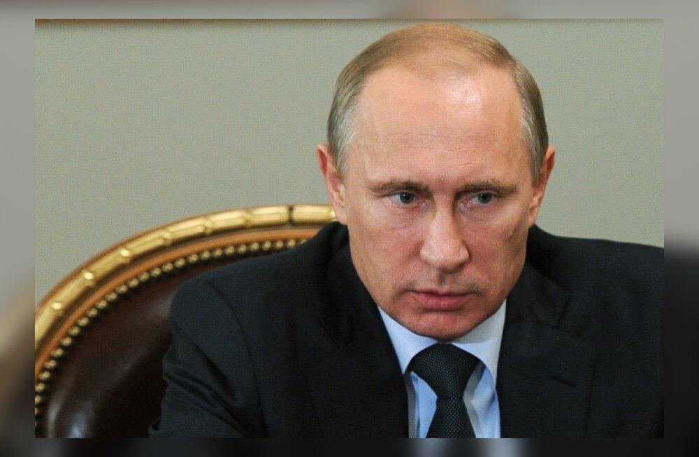 Raamat paljastab president Putini salajase elu: internetti kardab, eelistab lihtsat toitu, päeva alustab tabloididega