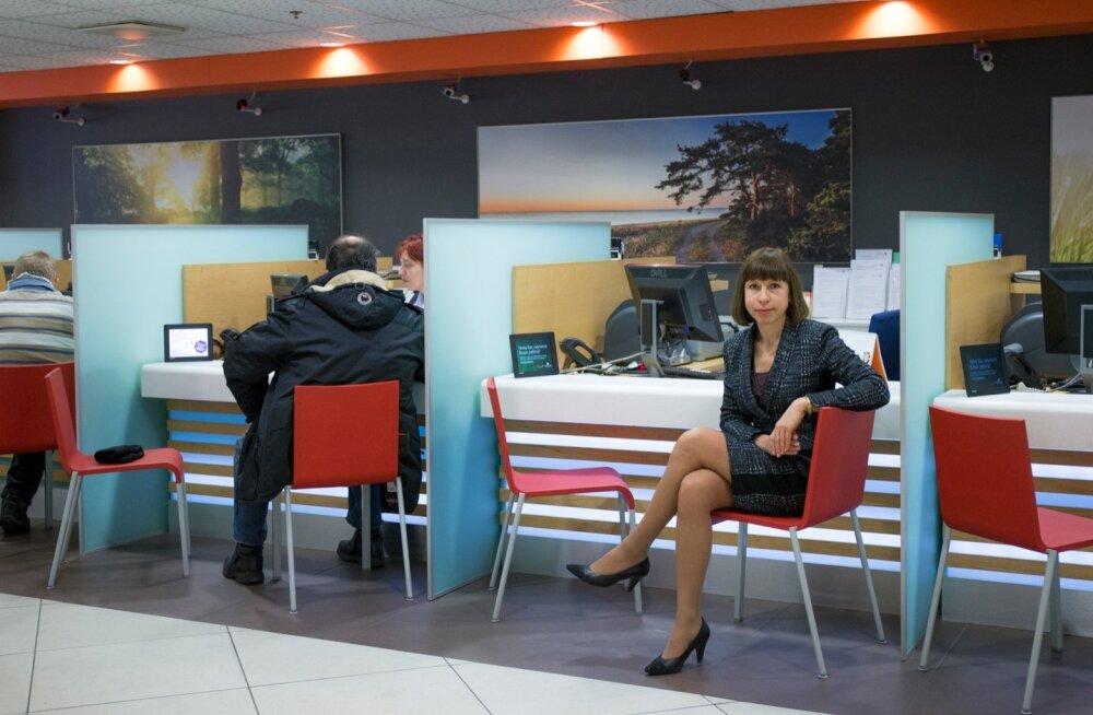 Swedbanki klienditeenuste divisjoni juhi Ulla Ilissoni sõnul on panga kliendid erinevad: ühed soovivad asju ajada telefoni või Skype'i teel, teised tahavad tulla pangakontorisse.