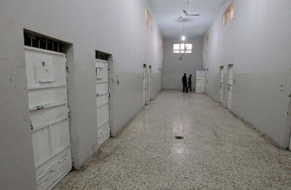 Liibüa vanglast põgenes umbes 400 kinnipeetut