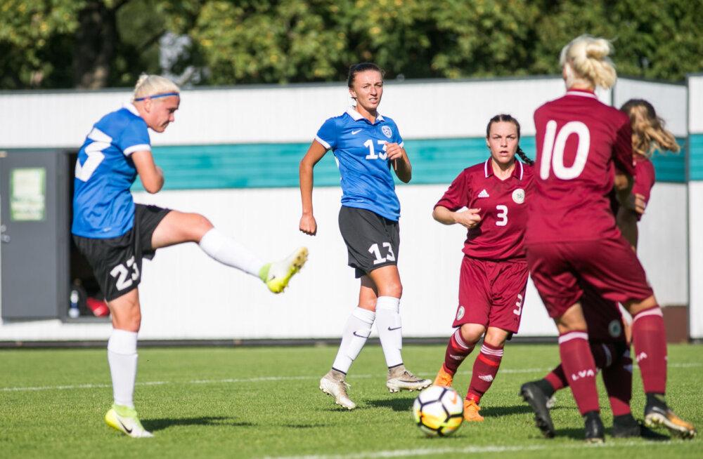 Naiste jalgpallikoondis mängus Lätiga