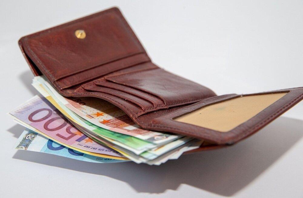 Мартин Хельме: налоговое ущемление предновогодних рожениц прекратится