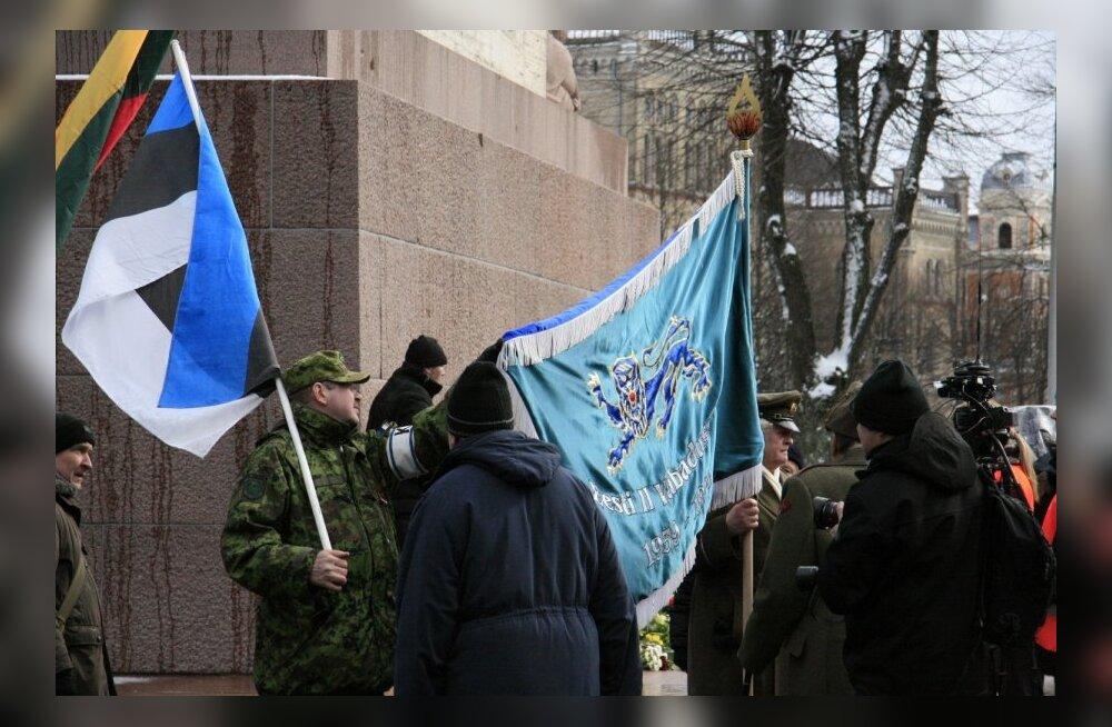 ФОТО и ВИДЕО читателя Delfi: В Риге на шествии легионеров были люди и с эстонскими флагами