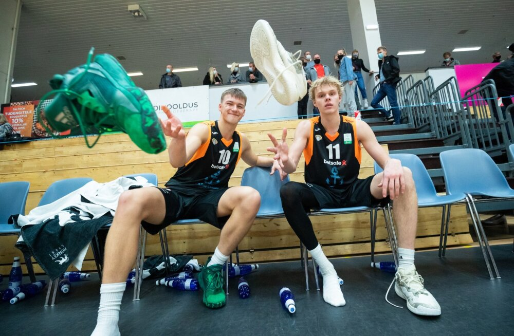 Peatselt 18-aastaseks saav Hugo Toom (vasakul) ja juba 18-aastane Kasper Suurorg on Pärnu Sadama meeskonnas teeninud rohkelt väärt mänguminuteid.