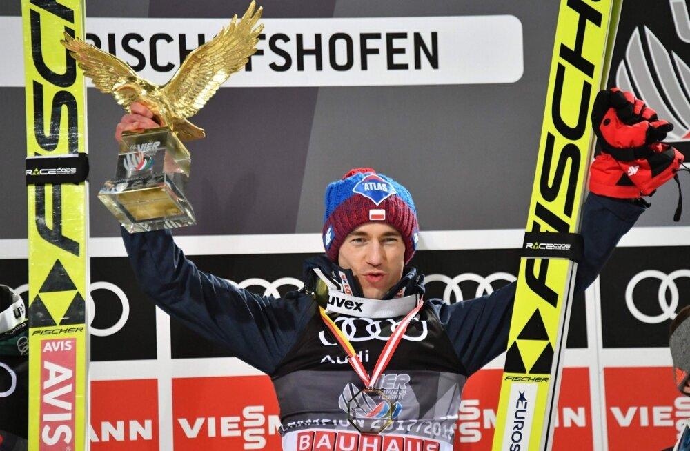 Kamil Stoch on nüüd kahekordne nelja hüppemäe turnee võitja.