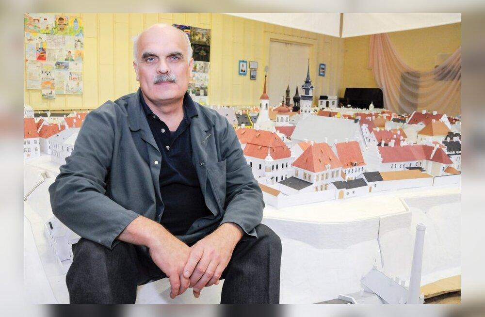 ФОТО: Народный умелец Федор Шанцев воссоздал разрушенную Старую Нарву