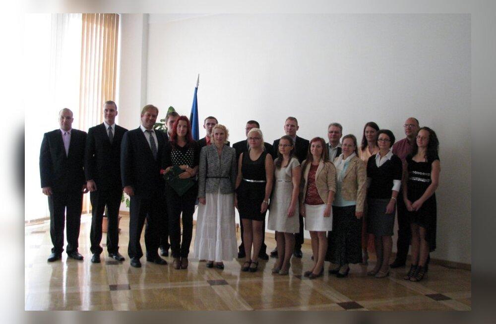 Põllumajandusminister Ivari Padar tunnustas maamajanduslike kutseõppeasutuste, Eesti Maaülikooli ja Eesti Mereakadeemia parimaid lõpetajaid.