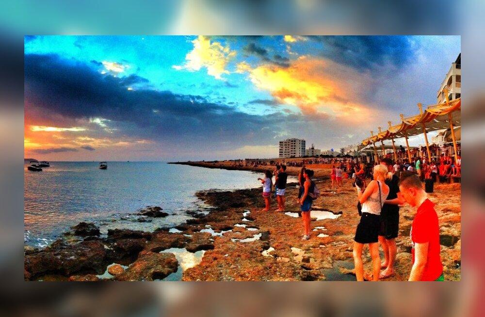 Varblase terrassist saab täna õhtul päikeseloojangune Ibiza-kohvik!