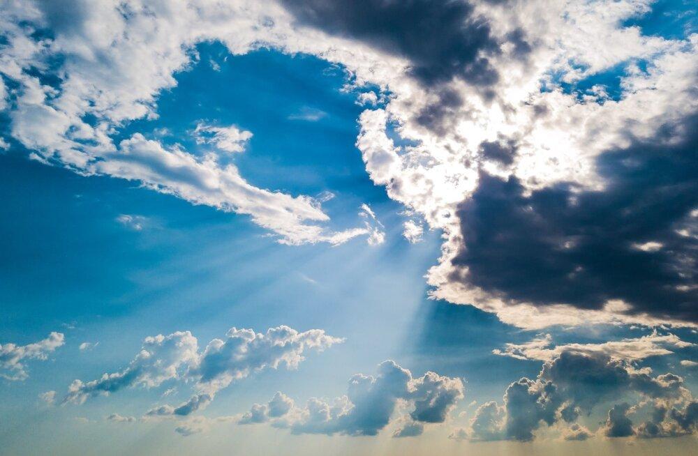 äikeseeelne taevas Pärnumaal