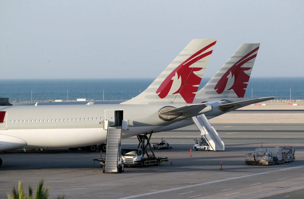 Katari lennujaamas viidi naised lennukist günekoloogilisse kontrolli, sest leiti hüljatud vastsündinu. Riik esines nüüd vabandusega