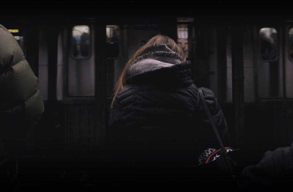 """""""Mul on ikka tunne, et keegi jälgib mind. Kõnnin kiiremini, olen hüpervalvel, püüan paista nagu keegi, kes tavapäraselt kiirustab..."""""""