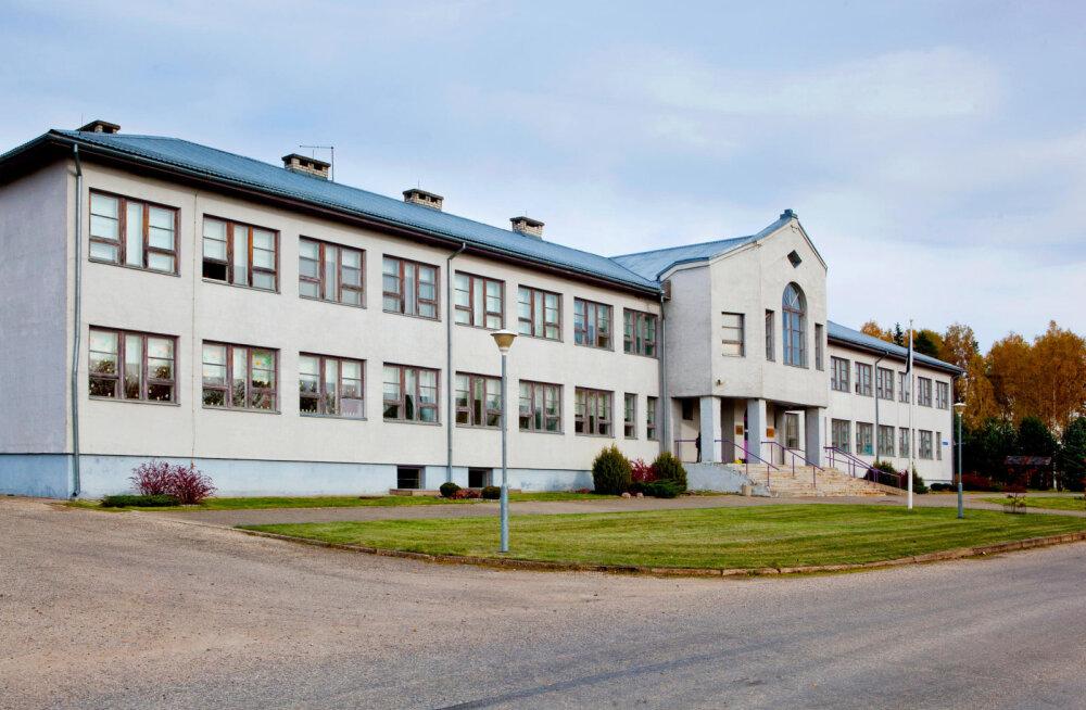 Koroonajuhtum raputab kogukonda: Võrumaal läks väikekool üle distantsõppele. Sünnipäevakolle sai alguse koroonahaige abistamisest