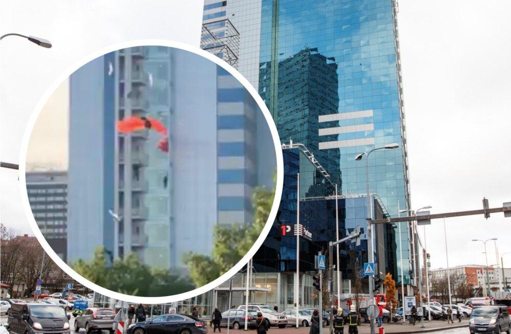 ВИДЕО: Сумасшедший поступок! Мужчина спрыгнул с балкона отеля Radisson — с парашютом