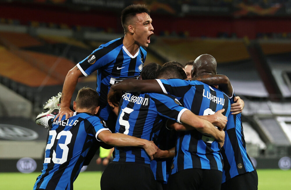 Milano Interi mängijad juubeldavab