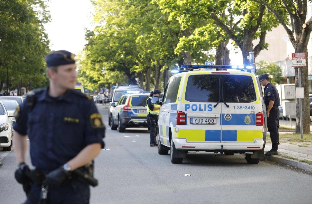Stockholmis tulistati läbi akna korteris naist, kes haiglas suri