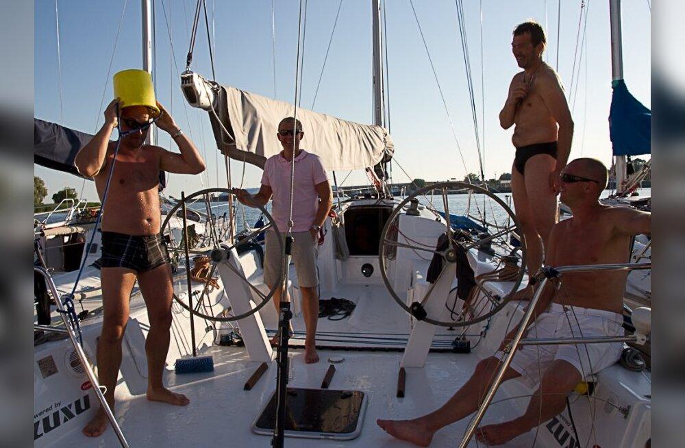 FOTOD AVAPEOST: Muhu Väina regatist võtab osa rekordarv osalejaid