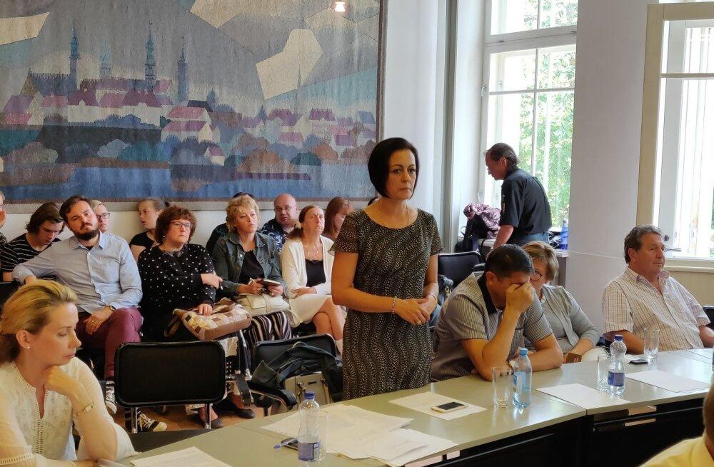 Вознаграждение новому председателю Нарвского горсобрания уменьшат на 50%