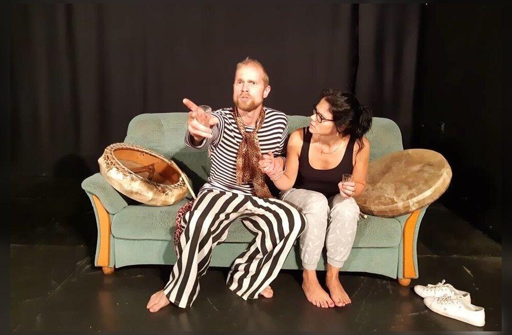 Georg Kattel (Kristo Viiding) kutsub Teele Kuu (Kaidi Koppel) endaga koos vaba olema ja argirutiinist põgenema.